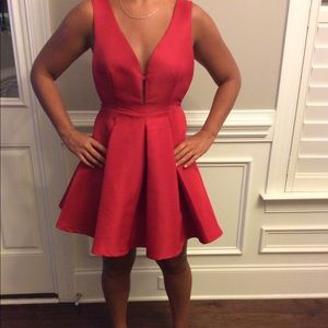 KARLIE RED DEEP V NECK PLEATED PARTY DRESS. SIZE M